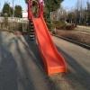 滑り台もある公園
