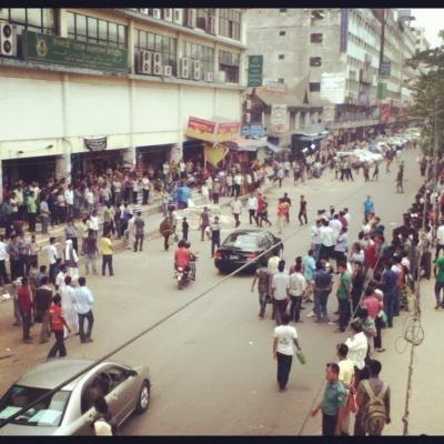 バングラデシュの通り。人がいっぱい。