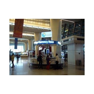 空港の両替所。数箇所あります。